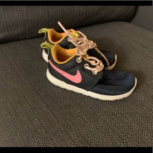 Super Cute Nike Roshes *LOWEST PRICE *